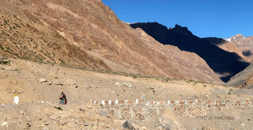 Quieres superar los pasos de montaña 🚵🏻 más altos del mundo   en bici 🚴🏻♀️